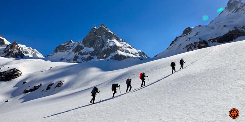 Trekkers Hiking in Borasu Pass