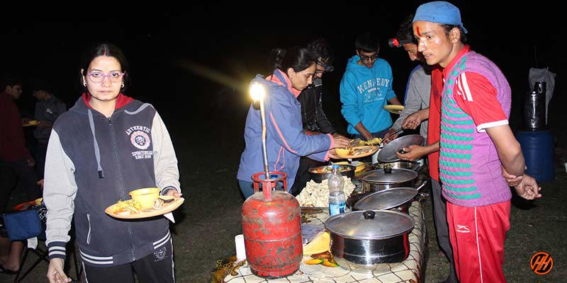 local trekking company provide Quality and fresh food in the tent